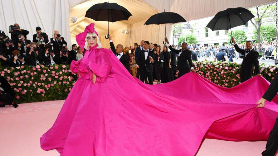 2019 MET Gala looks reviewed by normal ppl
