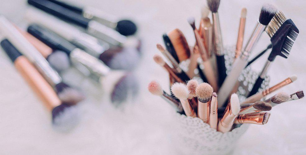 5 environmentally friendly cosmetics you should have in your makeup bag