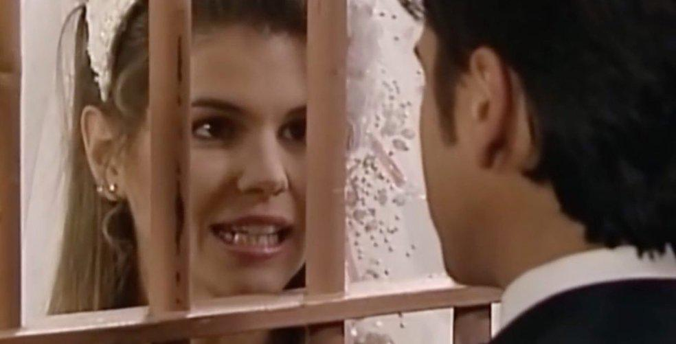 Twitter reacts to Aunt Becky's indictment