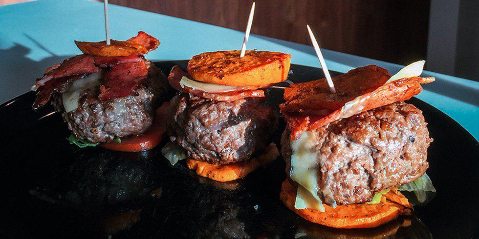 Lean juicy mini burgers